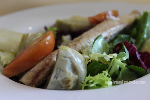 Blog Trip Alcachofa Vega Baja 2017 (c) elviraalmodovar ensalada con alcachofa Vega Baja confitada y caballa escabechada a baja temperatura Restaurante Los Infantes